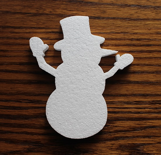 bożonarodzeniowa dekoracja styropianowa w kształcie bałwanka