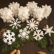 zestaw ze śnieżynkami styropianowymi