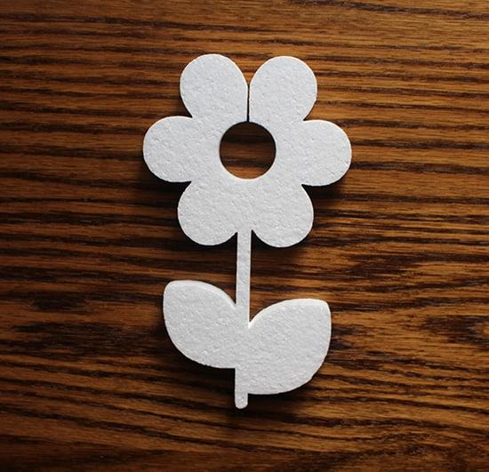 ozdobny kwiat ze styropianu do aranżacji