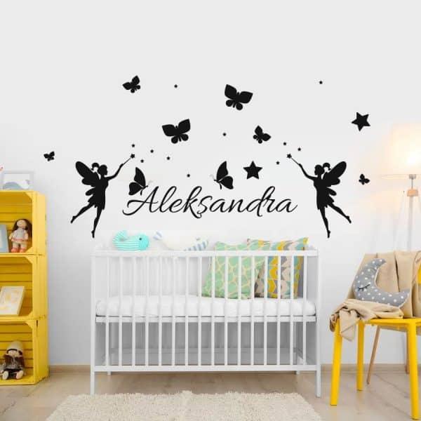 naklejka z imieniem dziecka i wróżkami na ściany