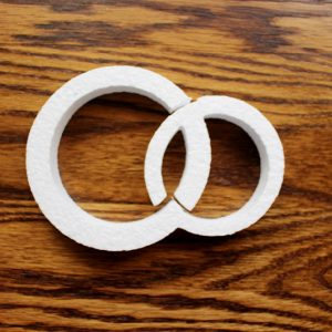 styropianowe obrączki do dekoracji weselnych